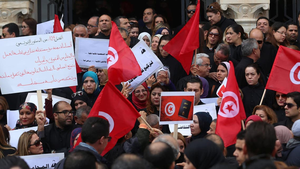 Tunisian lawyers demonstrate against the government's proposed new taxes, near the courthouse in Tunis, Tunisia December 6, 2016. (Reuters)