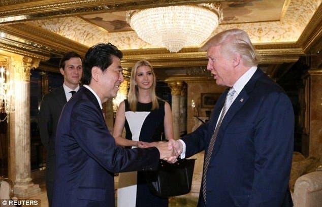 إيفانكا وزوجها فرضا وجودهما في مقابلة ترمب مع رئيس وزراء اليابان