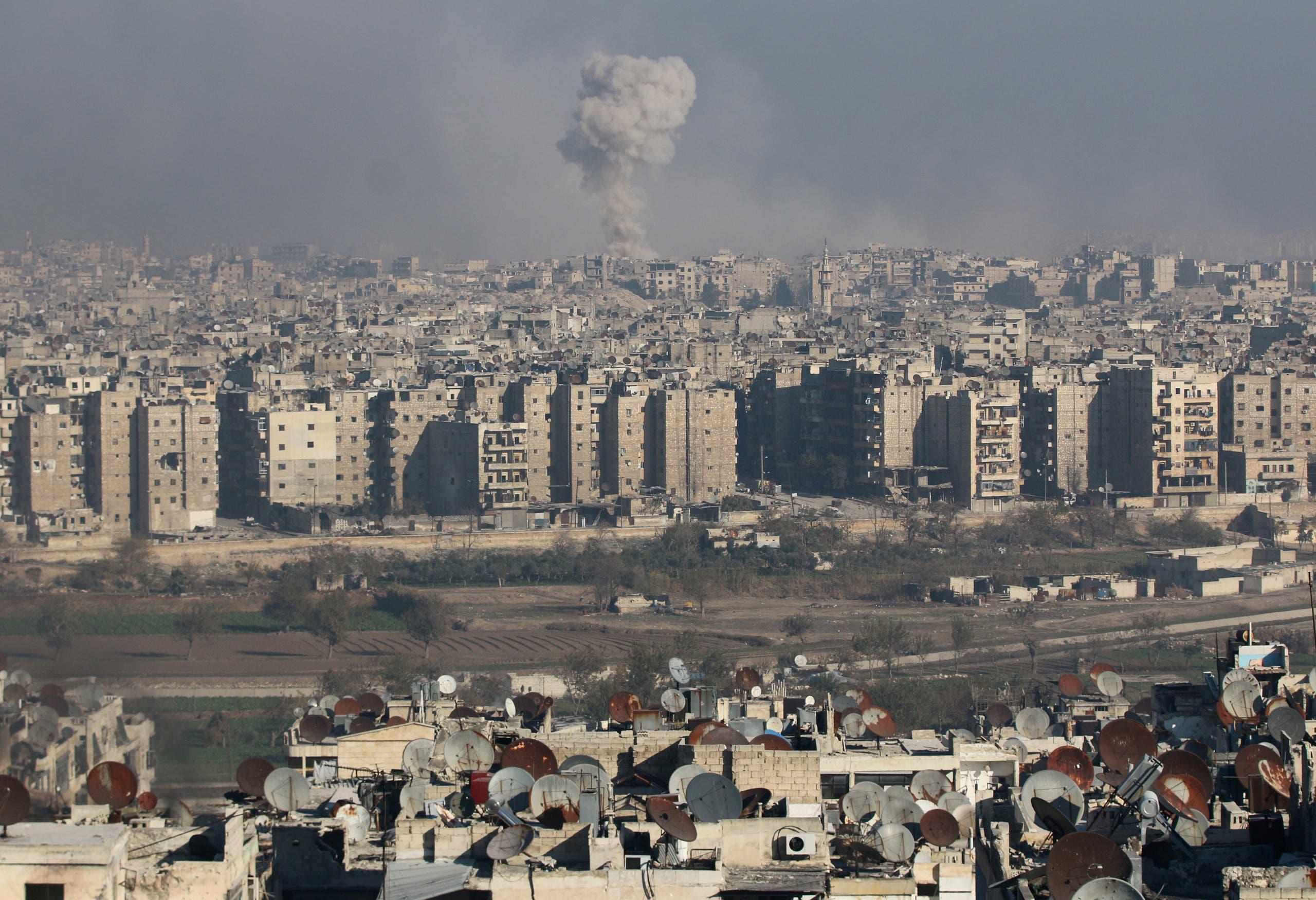 الدخان يتصاعد من حلب الشرقية