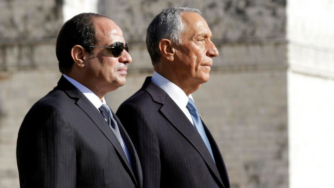 Portuguese President Marcelo Rebelo de Sousa (R) and his Egyptian counterpart Abdel Fattah al-Sisi listen to the national anthems at the Belem monastery on the beginning of the state visit in Lisbon, on November 21, 2016. JOSE MANUEL RIBEIRO / AFP
