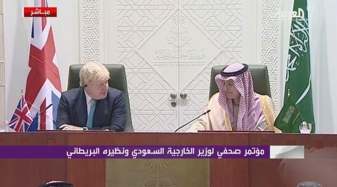 برطانوی وزیر خارجہ بورس جانسن سعودی ہم منصب عادل الجبیر کے ساتھ الریاض میں مشترکہ نیوز کانفرنس سے خطاب کررہے ہیں۔