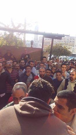 مصريون أمام بنك الدم