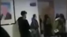 تاخیر سے آنے پر چینی استاد کی طلباء کو انوکھی سزا!