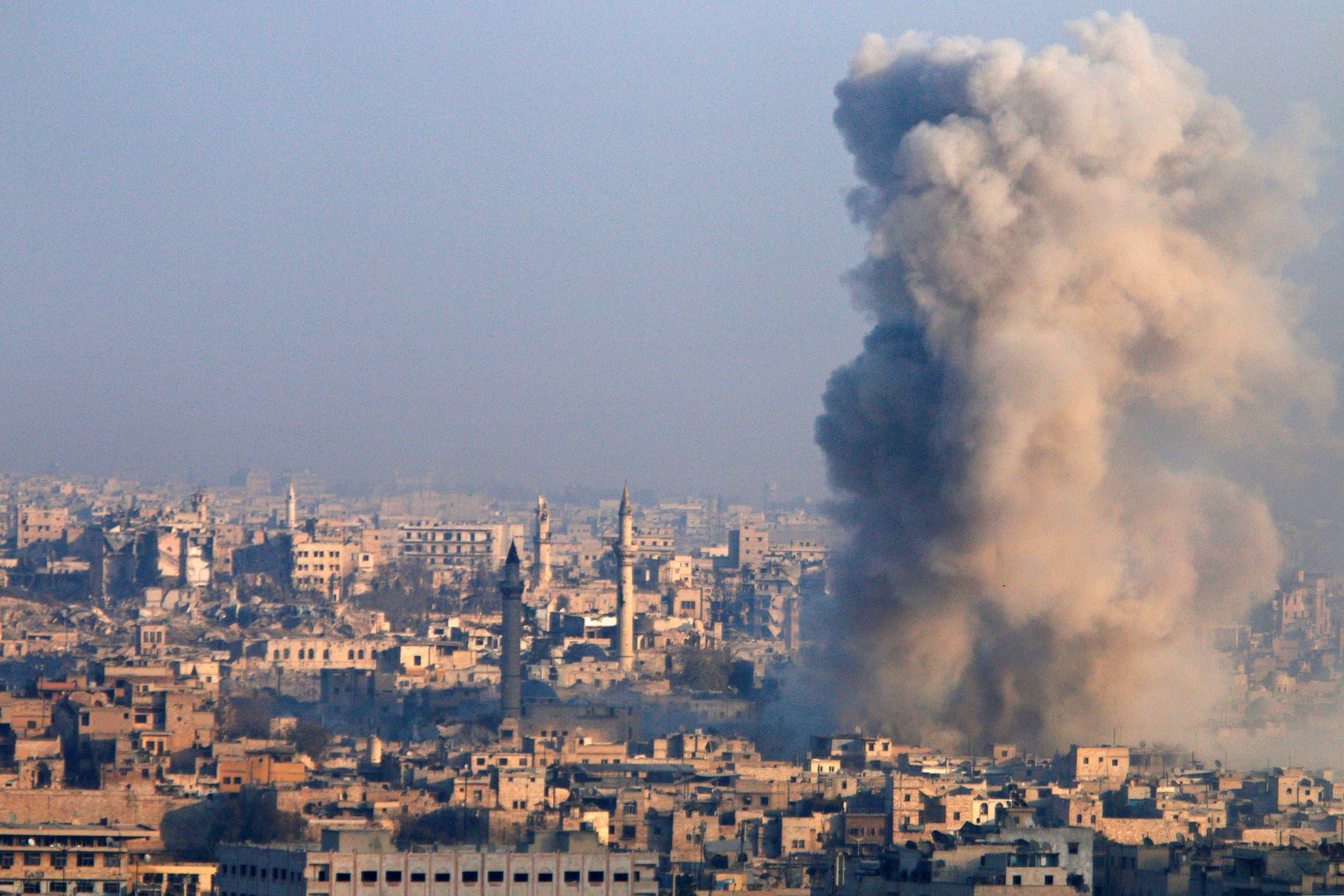 الدخان يتصاعد من حلب