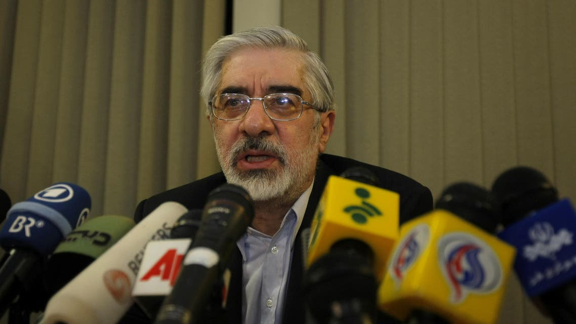 Iranian reformist presidential candidate Mir Hossein Mousavi speaks during a press briefing in Tehran following his neck-and-neck race with incumbent Mahmoud Ahmadinejad on June 12, 2009. The moderate ex-premier claimed victory in a hotly contested presidential vote in Iran while state news agency IRNA said hardline incumbent Mahmoud Ahmadinejad had won. AFP PHOTO/BEHROUZ MEHRI BEHROUZ MEHRI / AFP
