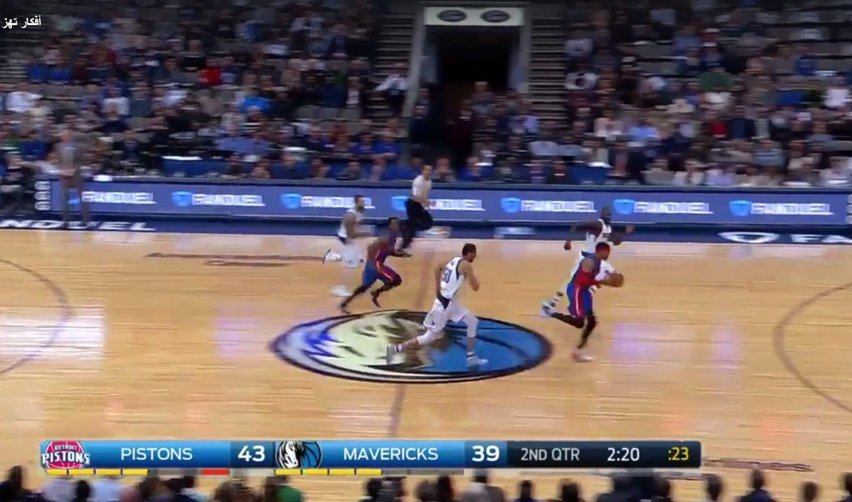Mavericks' Saleh Mejri is close behind Harris as running for the counter. (Screengrab)