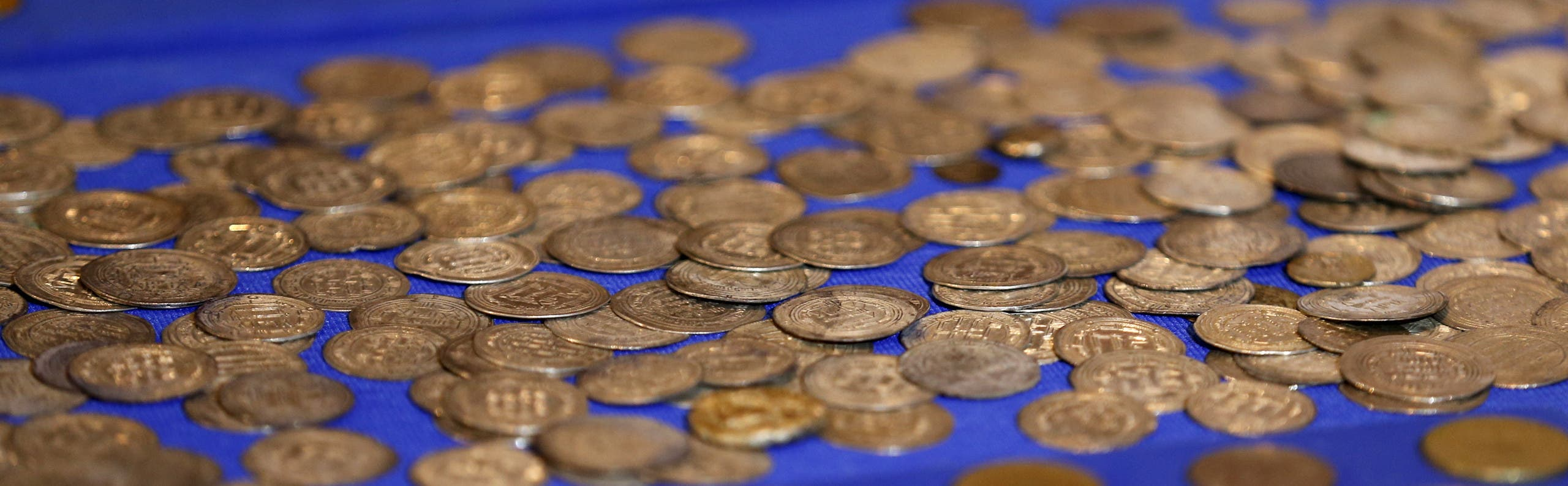 Recovered coins are seen at the National Museum of Iraq in Baghdad July 15, 2015. (Reuters)