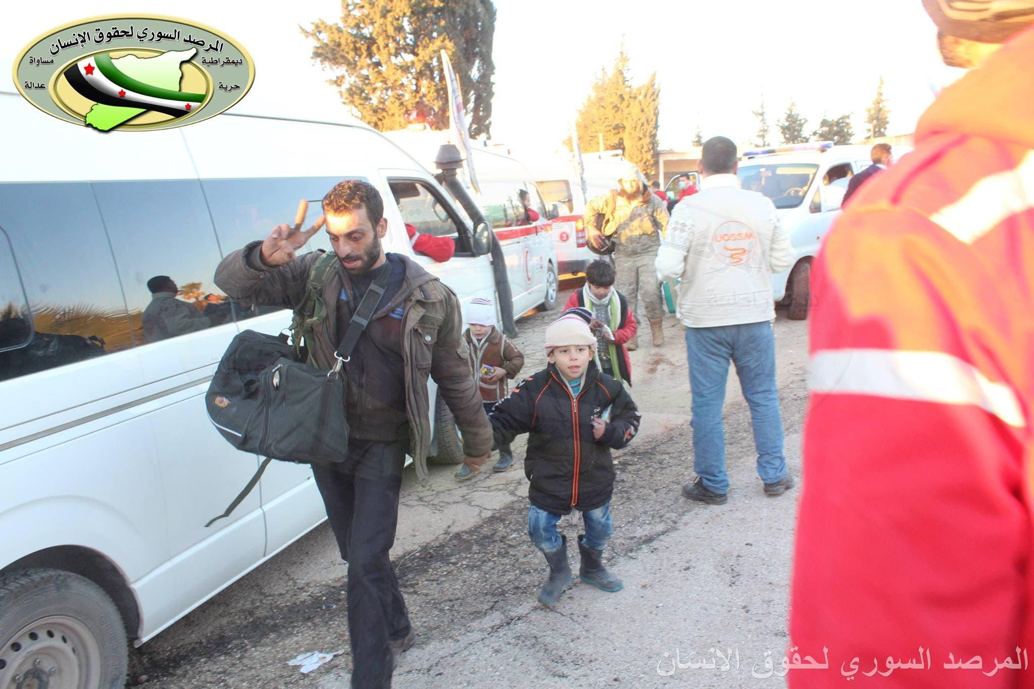 صور ترصد وصول أولى القوافل وسيارات الإسعاف للريف الغربي من حلب