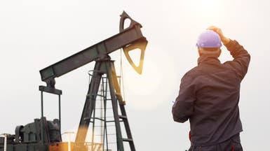 النفط يتماسك فوق 52 دولاراً مع انخفاض مخزونات أميركا