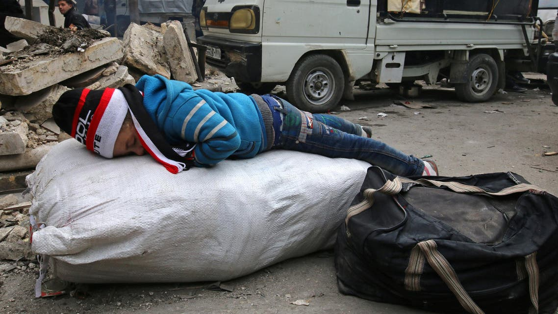 A child sleeps while waiting to be evacuated with others from a rebel-held sector of eastern Aleppo, Syria December 17, 2016. REUTERS/Abdalrhman Ismail