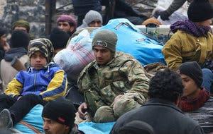 من عمليات الاجلاء في حلب الجمعة(رويترز)