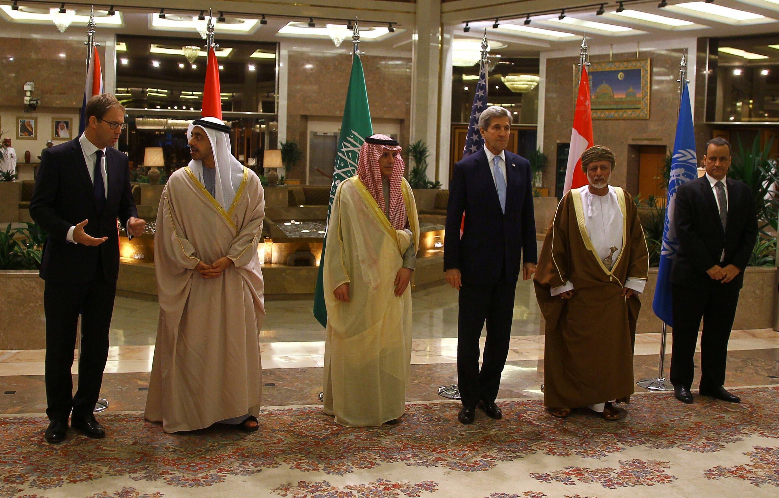 (L-R) Britain's MP Tobias Ellwood, Emirati Foreign Minister Sheikh Abdullah bin Zayed al-Nahyan, Saudi Arabia's Foreign Minister Adel al-Jubeir, U.S. Secretary of State John Kerry, Oman's Foreign Minister Yusuf bin Alawi bin Abdullah, and U.N. special envoy to Yemen Ismail Ould Cheikh Ahmed pose for a group photo in Riyadh, Saudi Arabia December 18, 2016. REUTERS/Faisal Al Nasser
