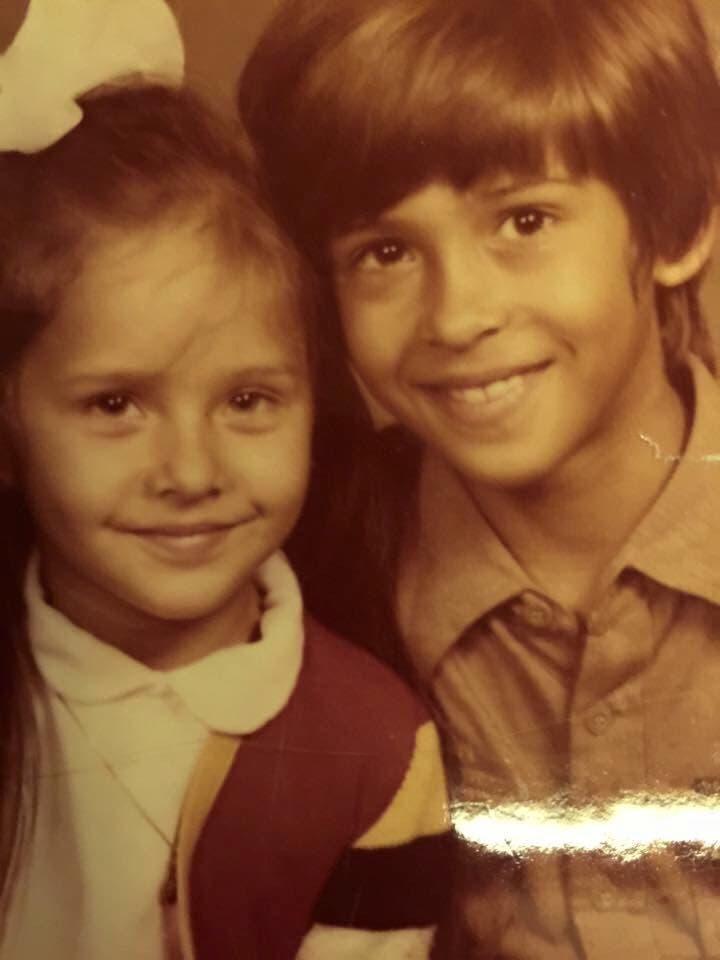 نيللى كريم وشقيقها