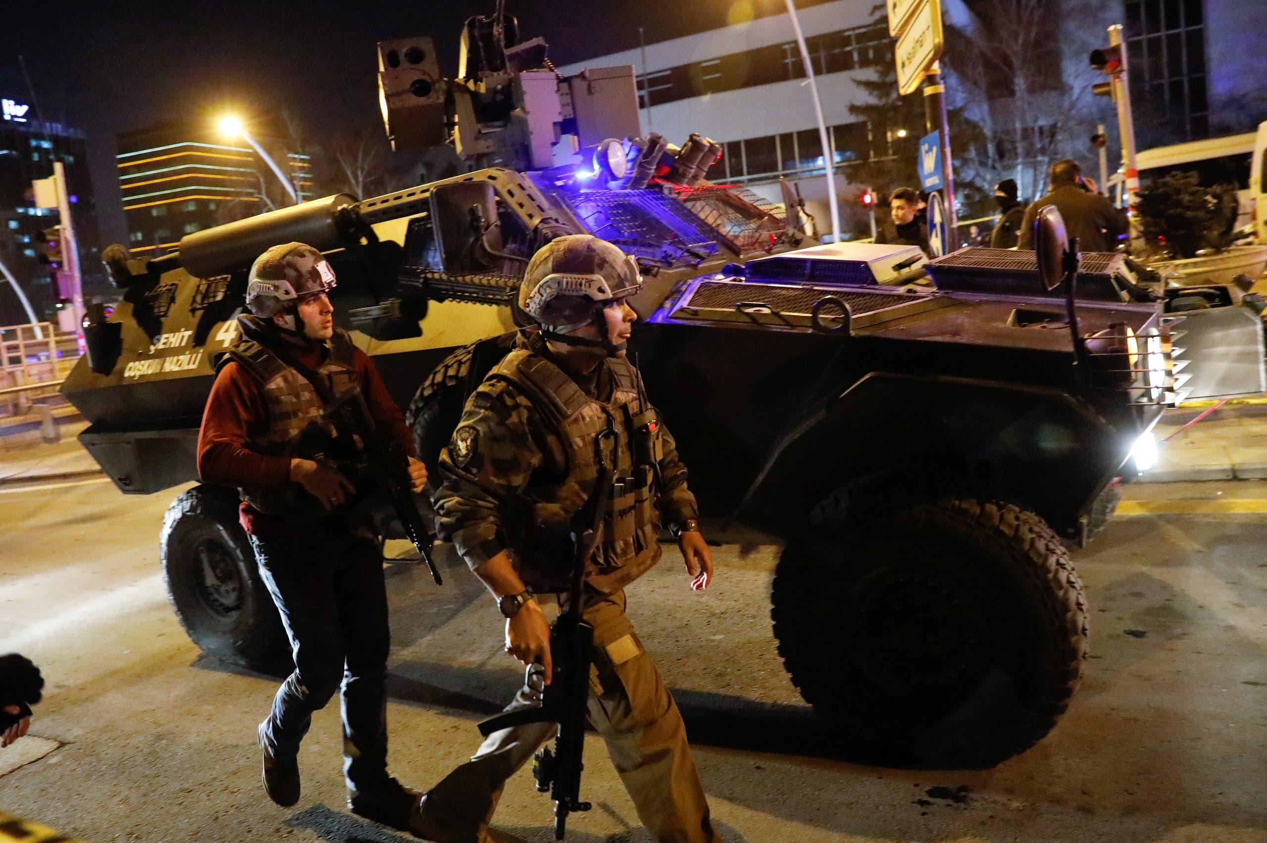عناصر من الشرطة في محيط مكان اغتيال السفير