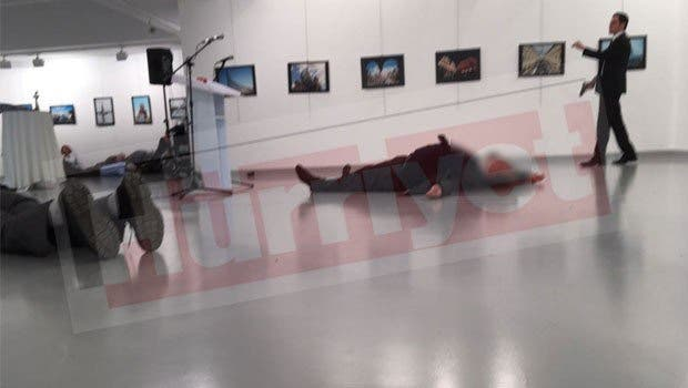 image from @Hurriyet from moment after shooting of Russia's ambassador to Ankara at an art opening