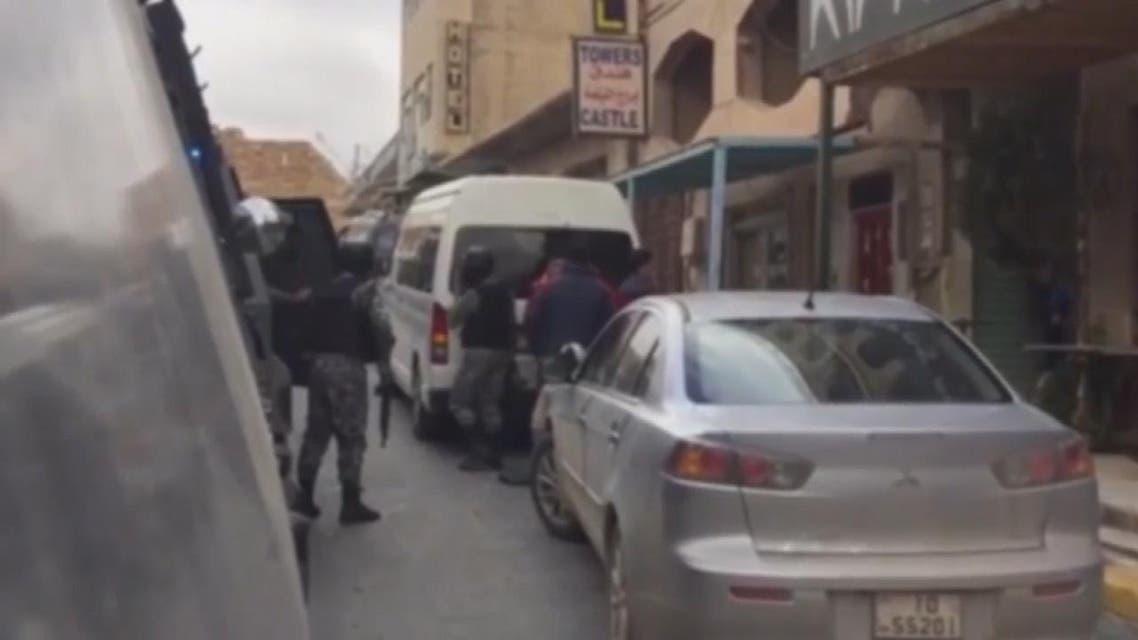 THUMBNAIL_ مشاهد جديدة لاشتباكات القوات الأمنية مع المسلحين في #الكرك # الأردن