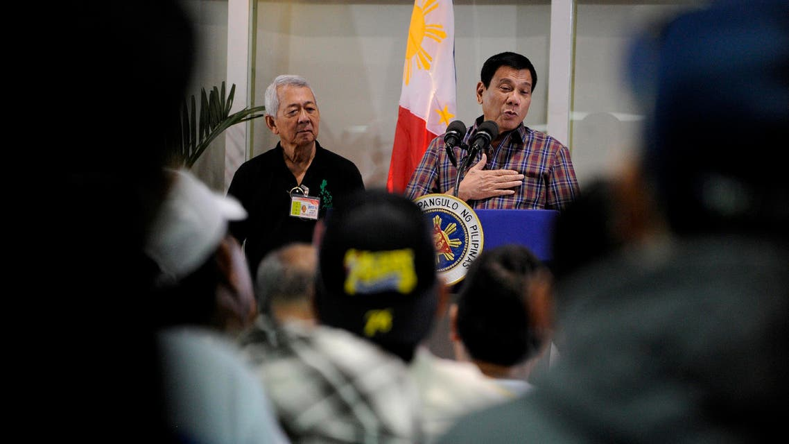 Philippine President Rodrigo Duterte (C) speaks to overseas Filipino workers (OFW) during the welcoming of repatriated OFWs from Saudi Arabia at the Manila International Airport in Manila on August 31, 2016. (AFP)