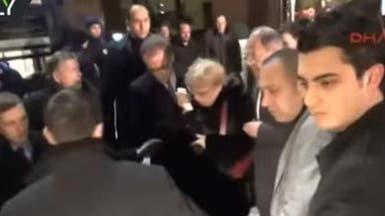 شاهد زوجة السفير الروسي وهي تبكي بعد الحادثة!