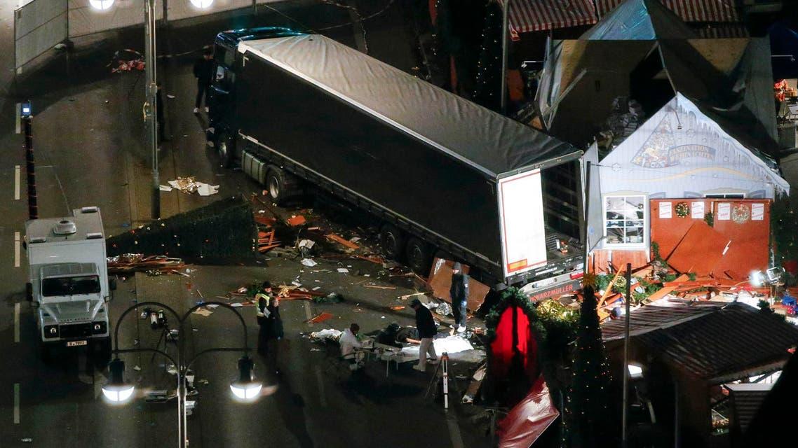 الشاحنة بعد اقتحام السوق