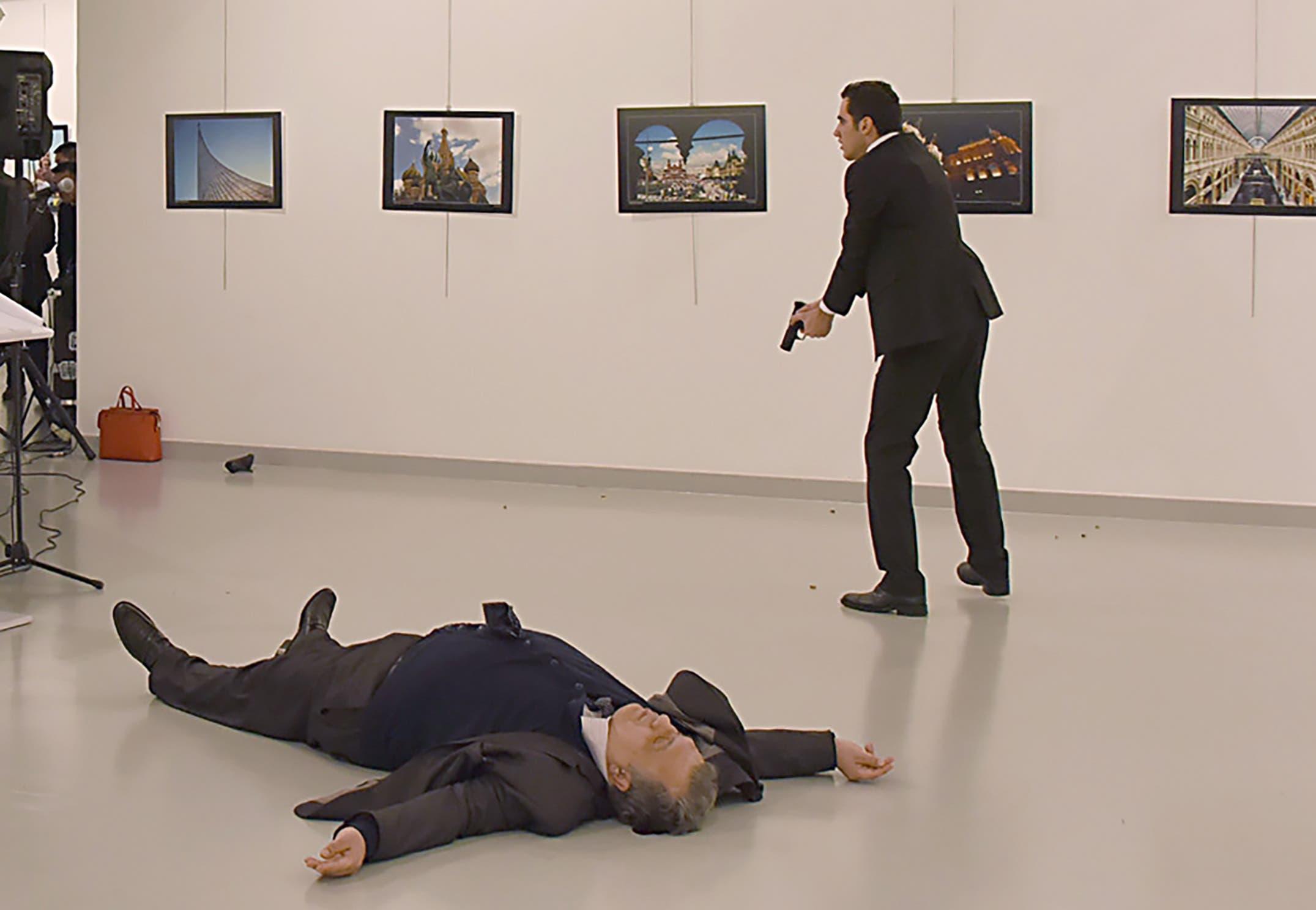 صحنهای از ترور سفیر روسیه در ترکیه
