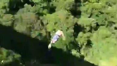 فيديو.. أب برازيلي يقفز إلى الموت