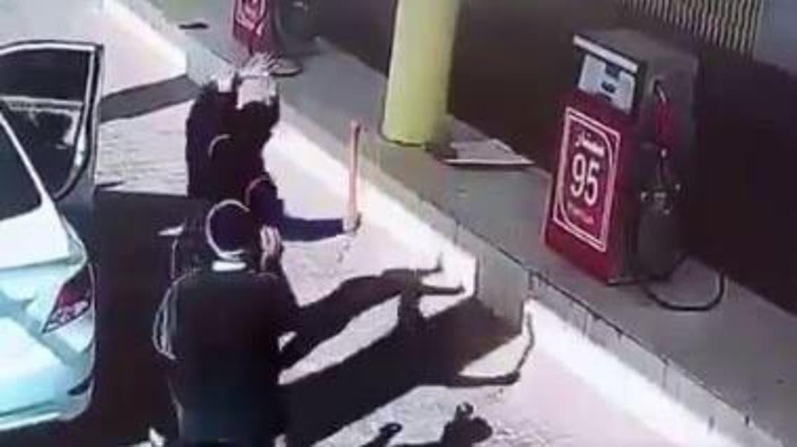 ضارب عامل محطة الوقود