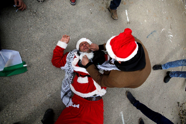 مغربی کنارے کے شہر بیت لحم میں گذشتہ برسوں کی طرح اس مرتبہ بھی اسرائیلی فورسز نے کرسمس پر احتجاج کرنے والے فلسطینیوں کو تشدد کا نشانہ بنایا ہے۔