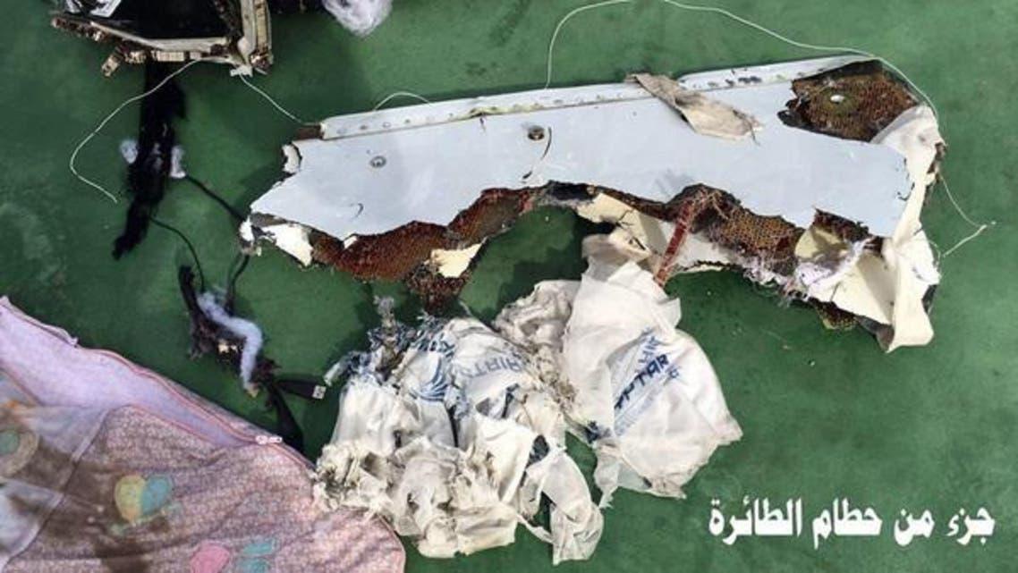 من حطام الطائرة المصرية المنكوبة
