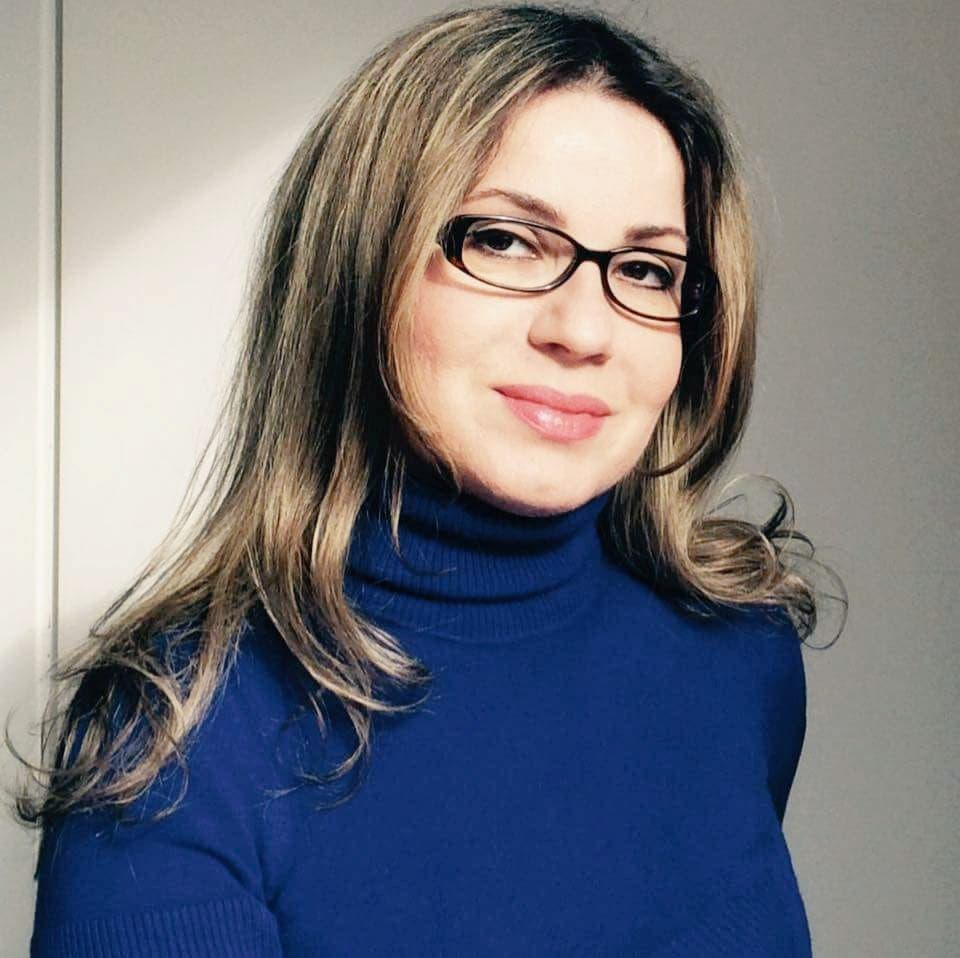 الفنانة نادية آوسي