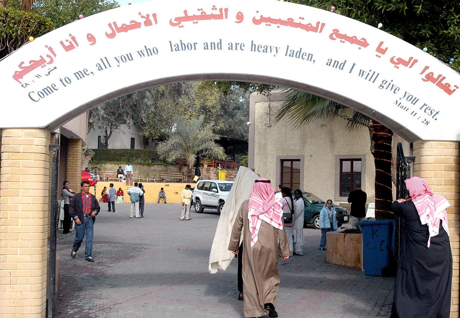 Kuwaiti Christians inter the National Evangelical Church in Kuwait City 25 December 2004. (AFP)