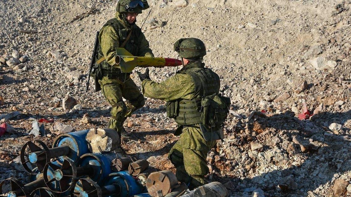 قوات روسية خاصة تنزع الالغام و القنابل في مدية حلب الجيش الروسي روسيا سوريا