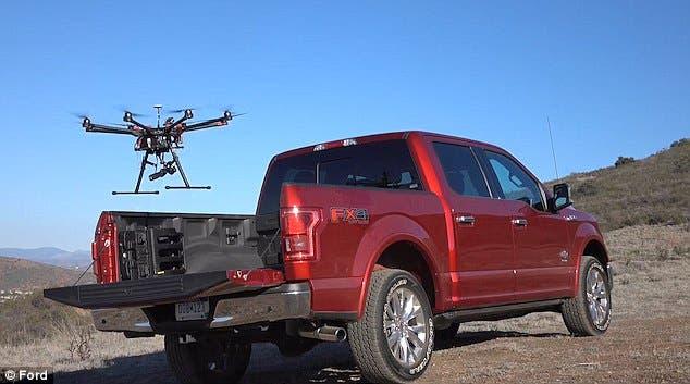 الطائرات بدون طيار سترافق السيارات ذاتية القيادة