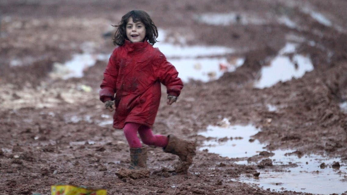 An internally displaced Syrian girl runs through mud in the Bab Al-Salam refugee camp, near the Syrian-Turkish border, northern Aleppo province, Syria December 26, 2016. (Reuters)