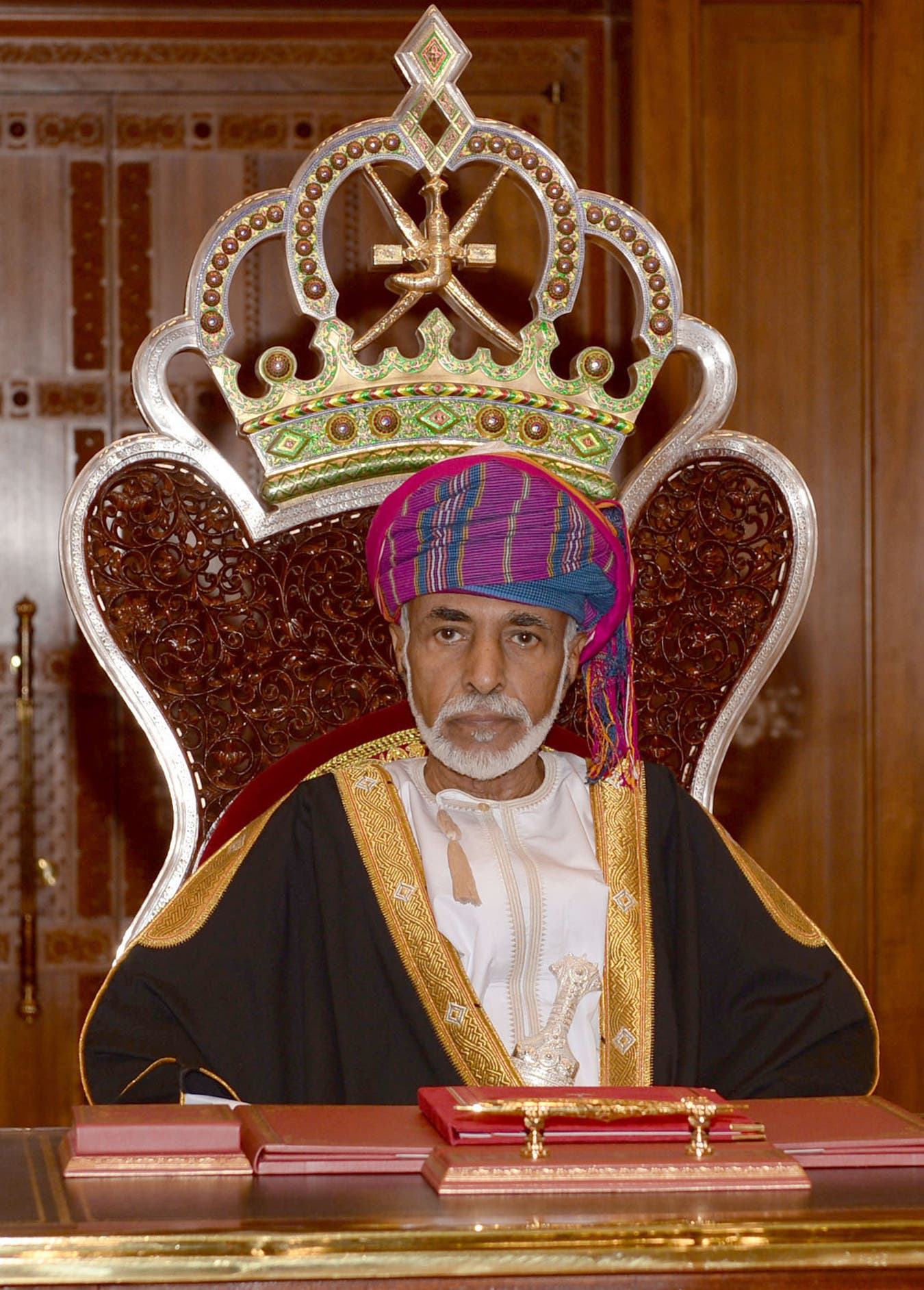 Omani Leader Sultan Qaboos bin Said addresses the opening session of the Council of Oman in the capital Muscat on November 15, 2015. (AFP)