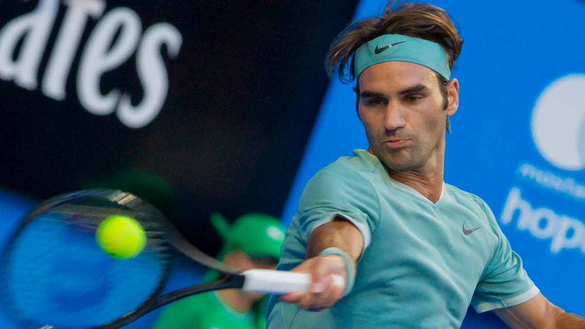 Roger Federer of Switzerland hits a return against Dan Evans of Britain during their fourth session men's singles match on day two of the Hopman Cup tennis tournament in Perth on January 2, 2017.  TONY ASHBY / AFP