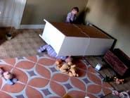 بالفيديو.. طفل ينقذ توأمه من موت وشيك