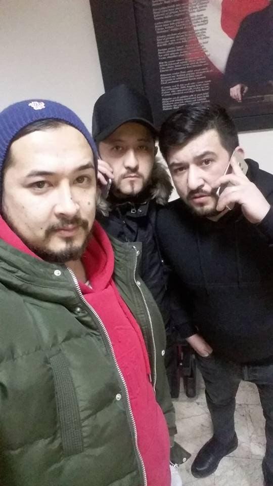 نعيم صداقات (بالأحمر) الذي تم تداول صورته على أنه المشتبه به في هجوم اسطنبول