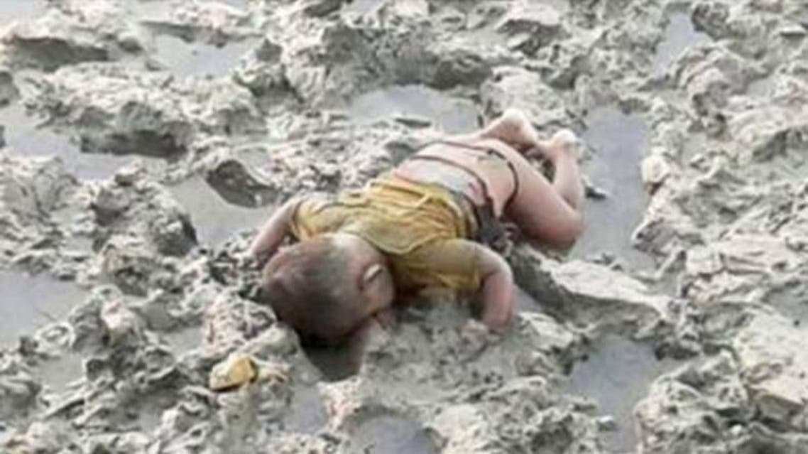A heartbreaking picture purporting to show a dead Rohingya child (L) from Myanmar has evoked memories of Syrian refugee Aylan Kurdi (R). (Photo courtesy: Rvsiontv.com)