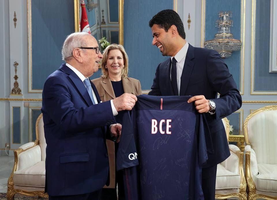 PSG's President Nasser Al-Khelaifi giving a signed jersey to Tunisian President Beji Caid Essebsi. (Facebook)