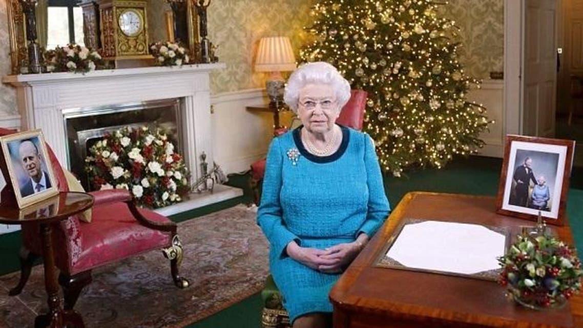 أحد حراس ملكة بريطانيا أوشك على إطلاق النار عليها!