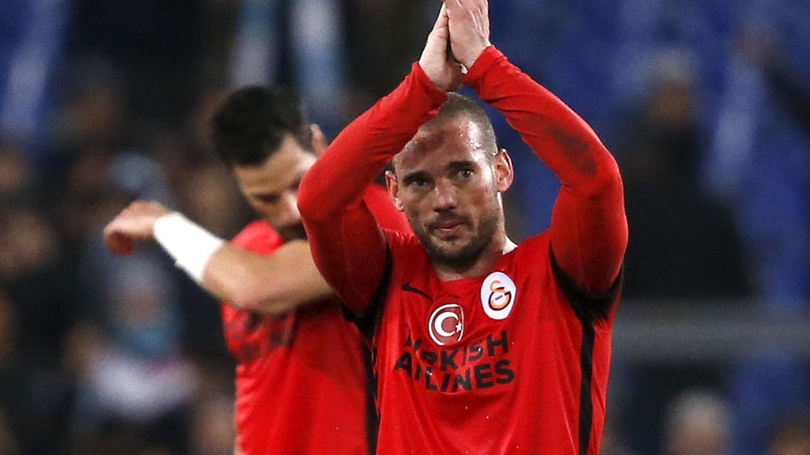 Galatasaray's Wesley Sneijder and Hakan Balta leave the field at the end of the match. reuters