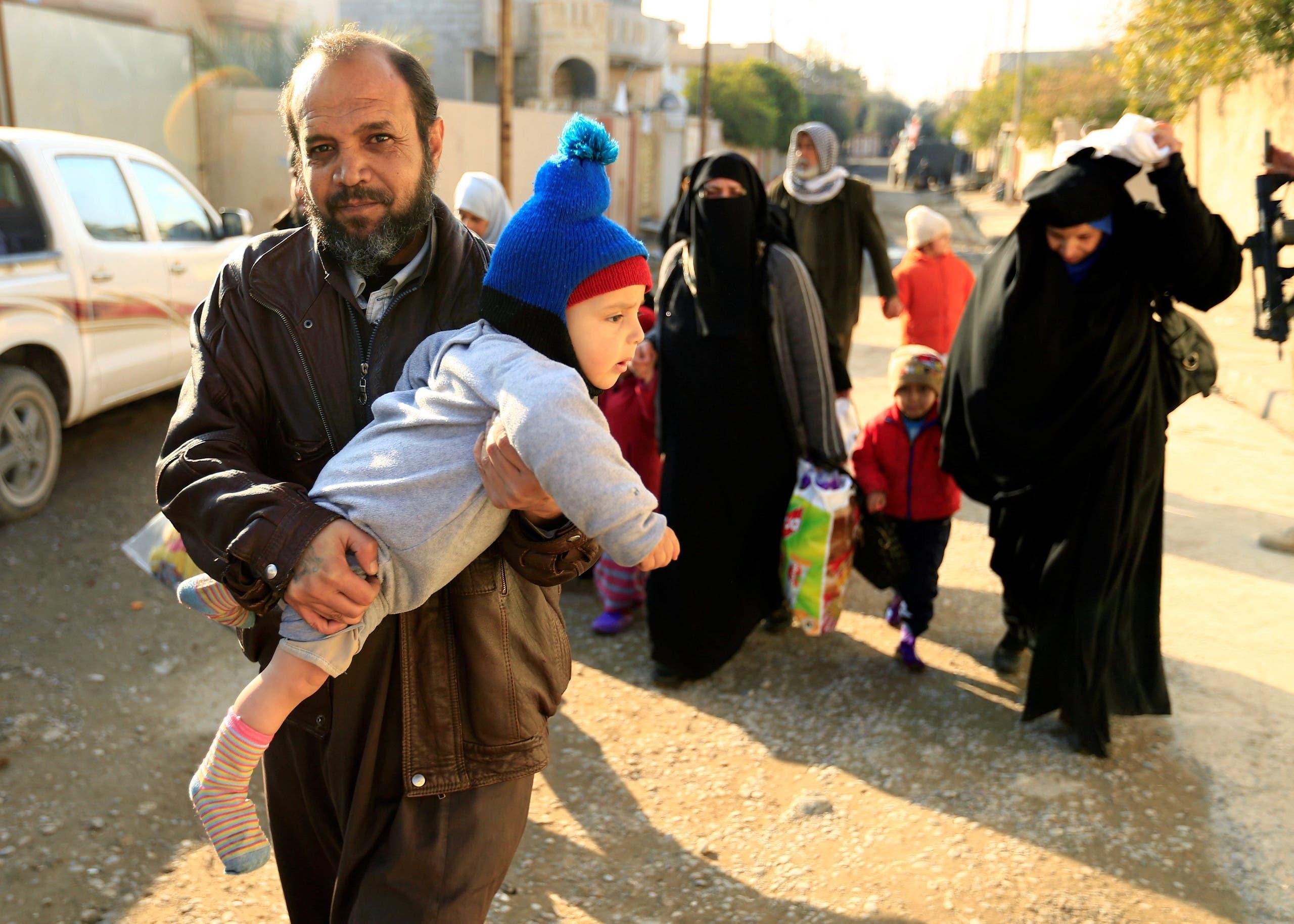 عائلات نزحت من مناطق سيطرة داعش في الموصل (أرشيفية)