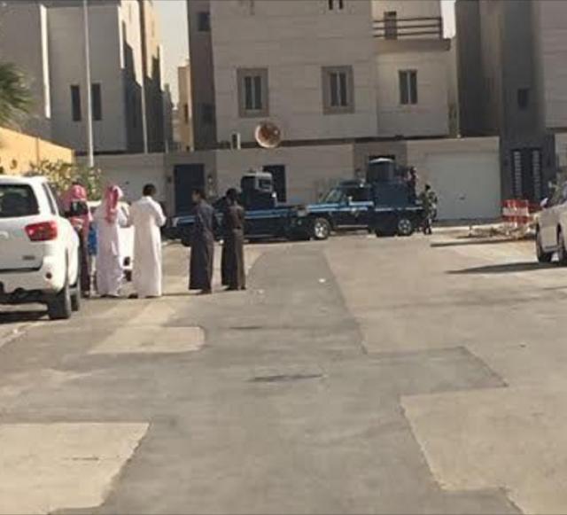 شاهد.. رجل أمن سعودي يواجه إرهابياً يرتدي حزاماً ناسفاً