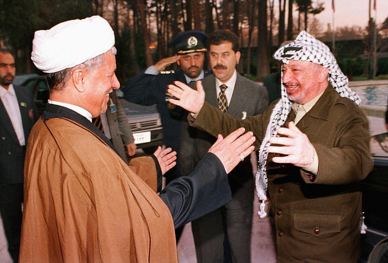 اکبرہاشمی رفسنجانی  فلسطین کے مرحوم رہ نما یاسر عرفات کا استقبال کرتے ہوئے۔ 1997ء کی ایک یادگار تصویر۔