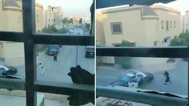 شاهد واسمع رصاص الشرطة السعودية يقتل مطلوبين خطيرين