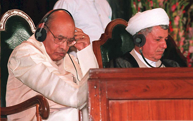 Iranian President Ali Akbar Hashemi Rafsanjani (R) and Indian Prime Minister P.V. Narasimha Rao listen to the proceedings moments before Rafsanjani addressed the Indian parliament, 18 April, 1995, in New Delhi. Rafsanjani (Ravi Raveendran / AFP)
