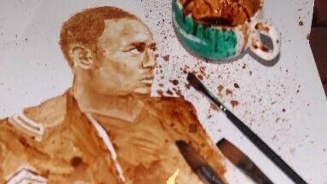 """فنانة سعودية ترسم رجل الأمن """"جبران عواجي"""" باستخدام الريشة والقهوة"""