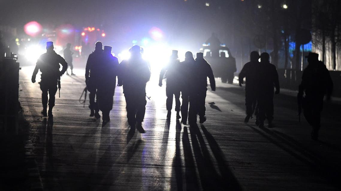 Afghan security personnel arrive at the site of twin blasts near the Afghan parliament in Kabul on January 10, 2017 (Photo: Wakil Kohsar/AFP)