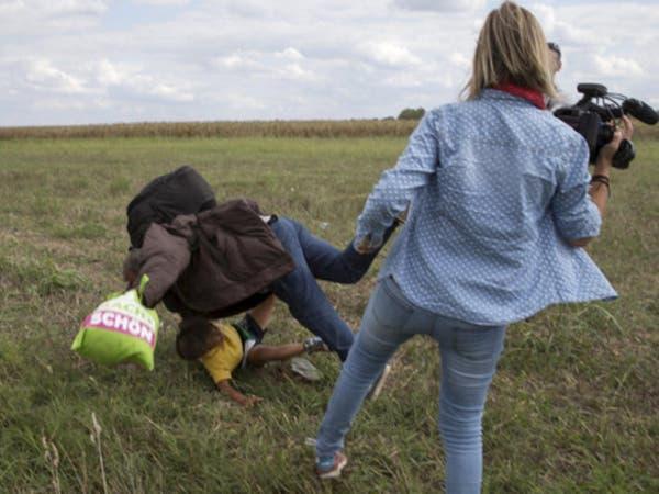 هذه عقوبة المصورة المجرية التي ركلت لاجئاً سورياً!