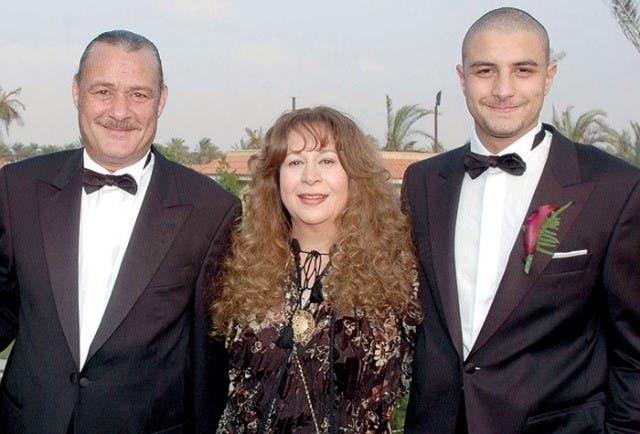 سمية الألفي مع طليقها فاروق الفيشاوي وابنهما أحمد